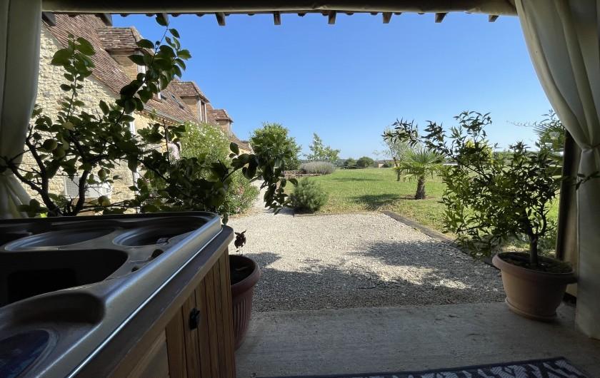 Location de vacances - Chambre d'hôtes à Saint-Avit-Sénieur - façade maison d'hôtes