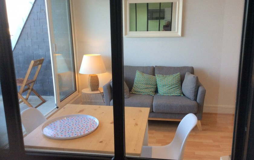Location de vacances - Studio à Trégastel - vue du salon   ( de la cuisine)