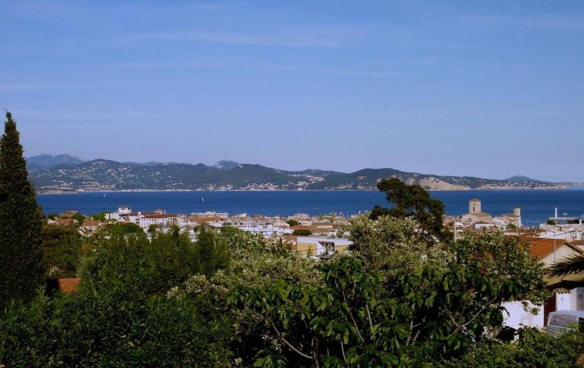 Location de vacances - Villa à La Ciotat - Vue  sur le village de  La Ciotat et le golfe d'Amour