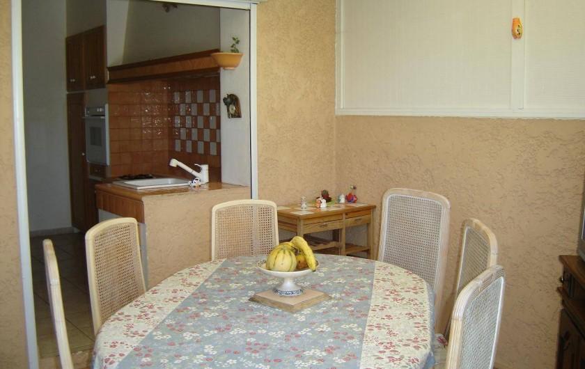 Location de vacances - Villa à La Ciotat - Coin repas côté cuisine