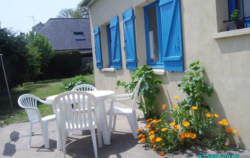 Location de vacances - Maison - Villa à Clohars-Carnoët - TERRASSE DERRIERE LA MAISON ENSOLEILLEE TOUTE LA MATINEE
