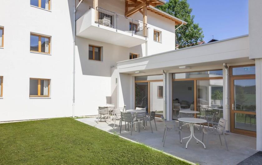 Location de vacances - Appartement à Malbuisson - Terrasse Bar et Petit-déjeuner