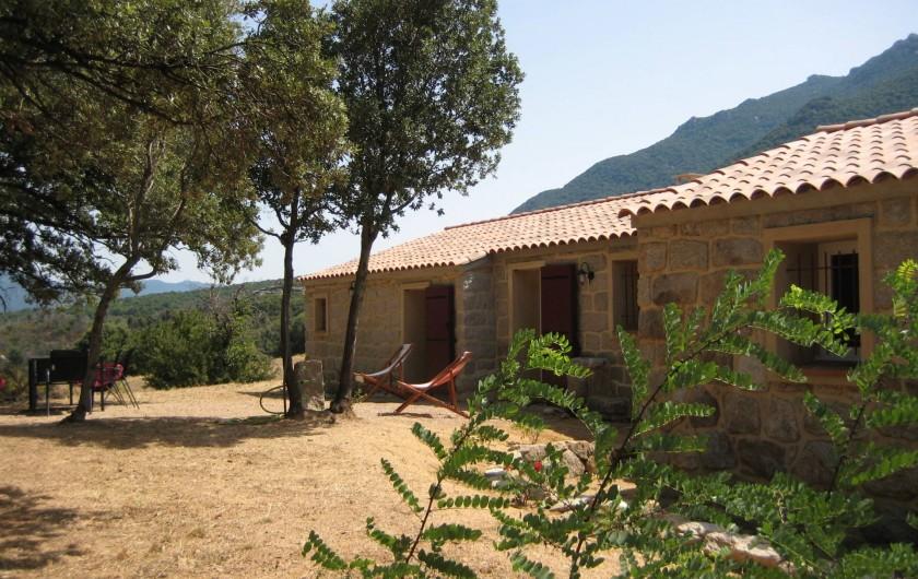Location de vacances - Appartement à Sartène - Terrasse principale avec vue sur  la plaine et les vignobles