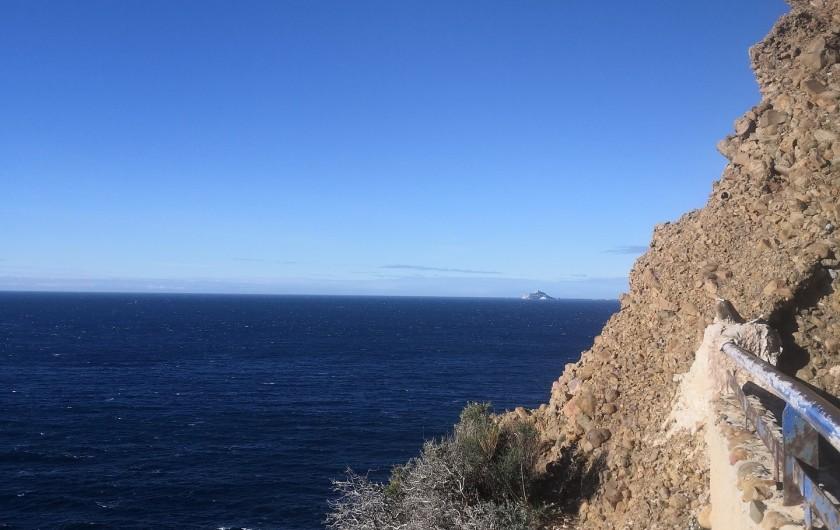 Location de vacances - Appartement à Marseille - Chemin de randonnée longeant la Méditerranée