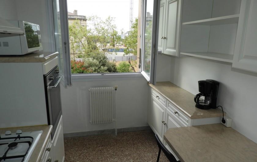 Location de vacances - Appartement à Marseille - Cuisine  Réfrigérateur-congélateur  Cafetière