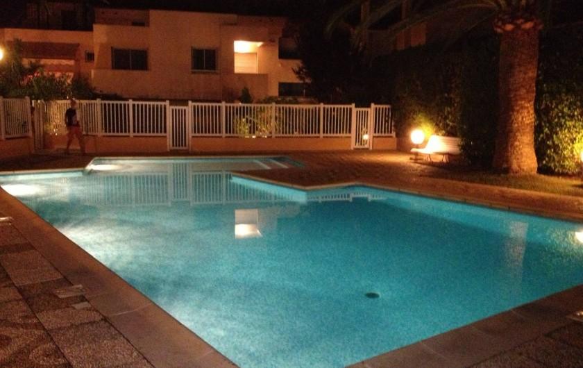 Location de vacances - Studio à Antibes - piscine privée de la résidence