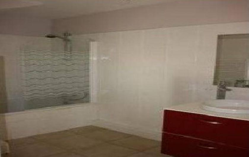 Location de vacances - Appartement à Hyères - salle de bain avec baignoire