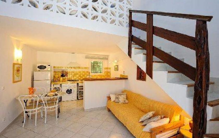 Location de vacances - Villa à Bonifacio - mini villa cuisine et salon