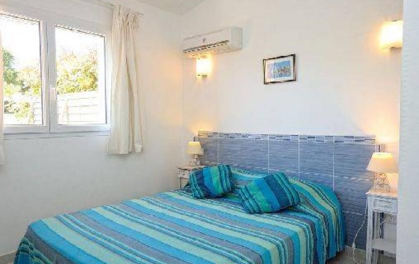 Location de vacances - Villa à Bonifacio - mini villa chambre avec lit double en 140/190