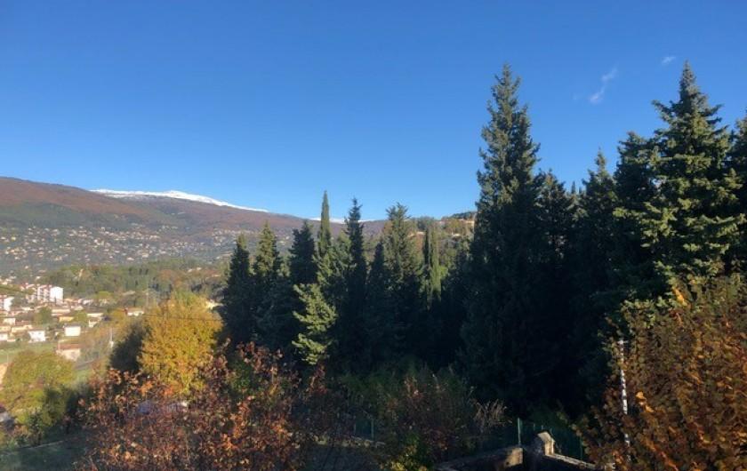Location de vacances - Mas à Grasse - Vue nord vers les montagnes de Grasse.