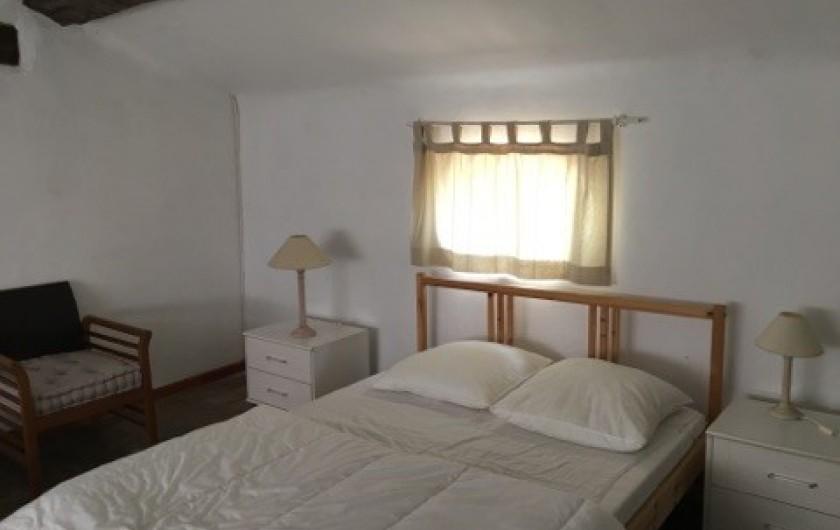 Location de vacances - Mas à Grasse - Chambre des enfants au 2° étage.