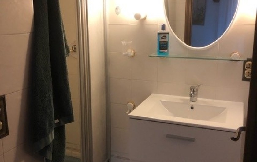Location de vacances - Mas à Grasse - Salle de douches de la chambre N°1 du 1° étage.