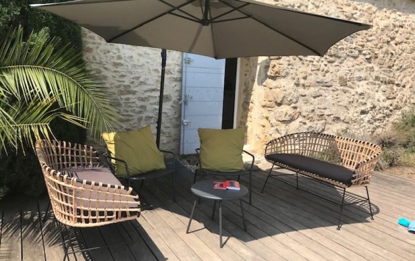 Location de vacances - Mas à Le Pin - terrasse sur piscine