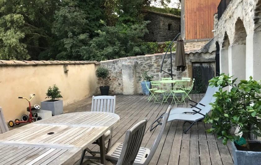 Location de vacances - Mas à Le Pin - grande terrasse bien protégée des regards
