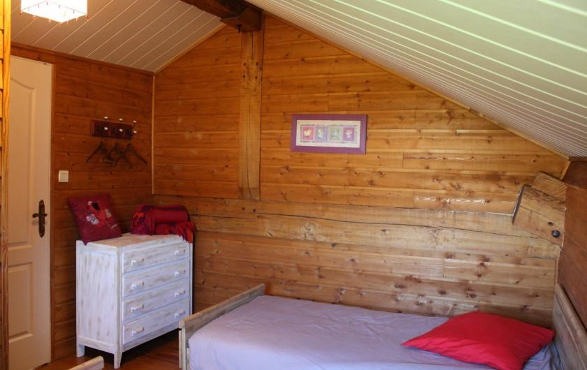Location de vacances - Gîte à Lafrançaise - La commode pour le rangement de la chambre à l'étage.