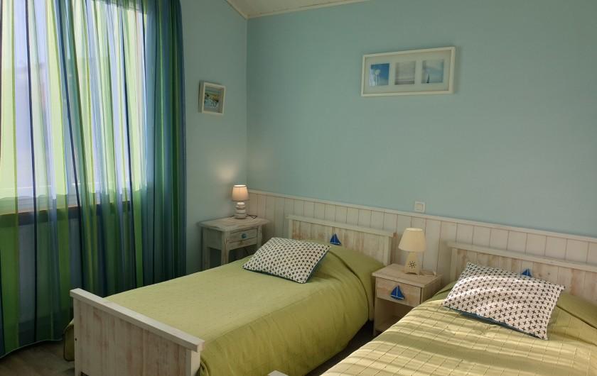 Location de vacances - Gîte à Lafrançaise - Chambre bleue rez de chaussé 2 lits 90/190.