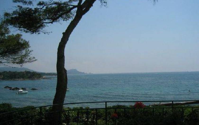 Location de vacances - Villa à Saint-Raphaël - vue  depuis le séjour et de 4 des chambres