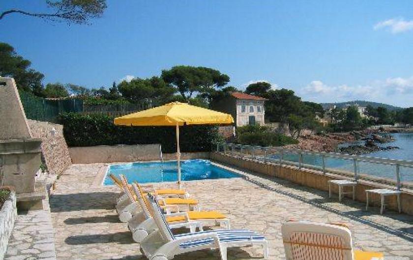 Location de vacances - Villa à Saint-Raphaël - terrasse surplombant la mer