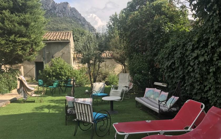Location de vacances - Gîte à Buis-les-Baronnies - espace détente jardin