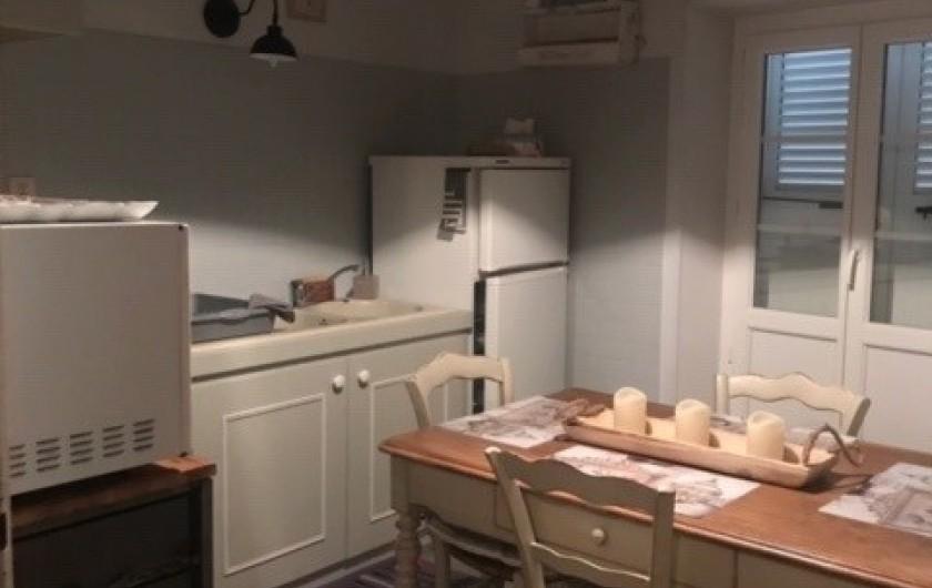 Location de vacances - Gîte à Buis-les-Baronnies - cuisine étage donnant sur balcon