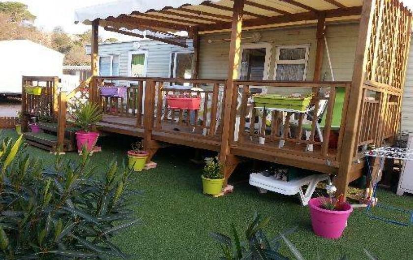 Location de vacances - Camping à Nice - autour du mobile home de la pelouse