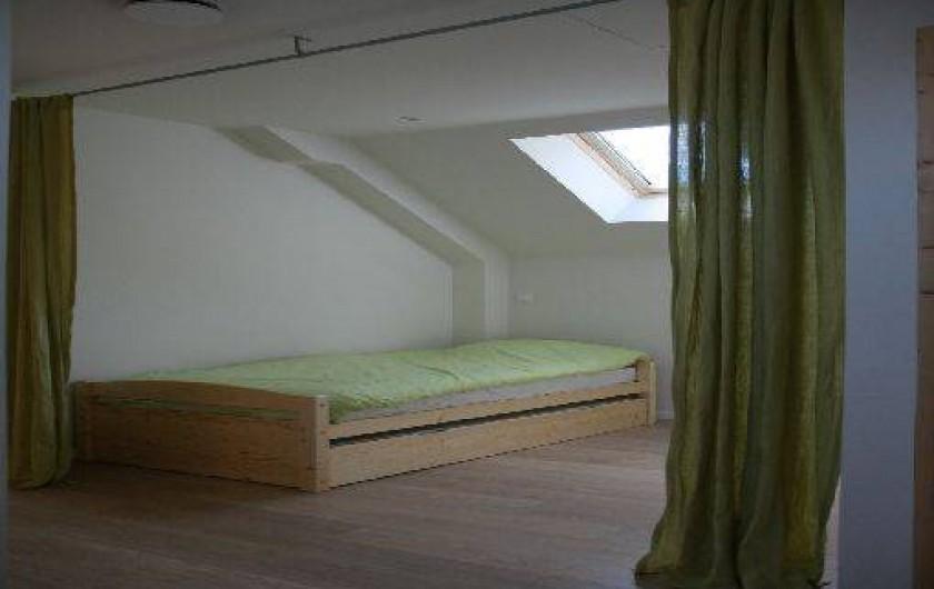 Location de vacances - Chalet à Saint-Hilaire - Lit gigogne deux lits simple ou un lit double