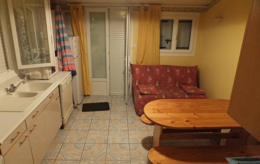 Location de vacances - Gîte à Villetelle - salon/cuisine Camargue