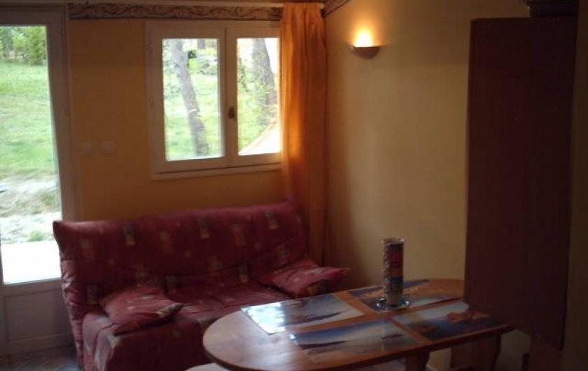 Location de vacances - Gîte à Villetelle - salon/coin repas