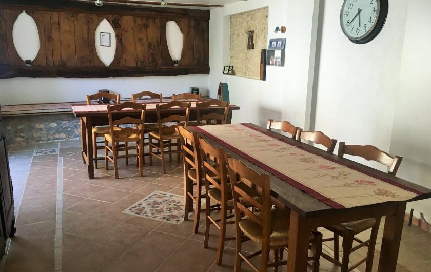 Location de vacances - Chambre d'hôtes à Auriac-du-Périgord - Salle à manger pour les petits déjeuners et les tables d'hôtes