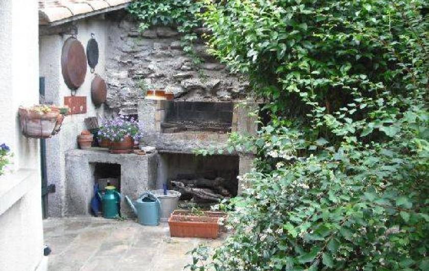 Location de vacances - Appartement à Nîmes - barbecue