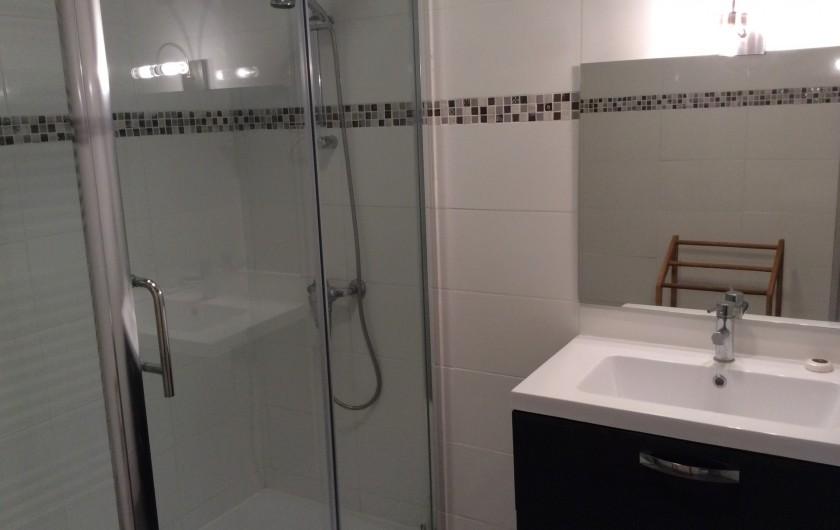 Location de vacances - Appartement à Nîmes - salle de bain
