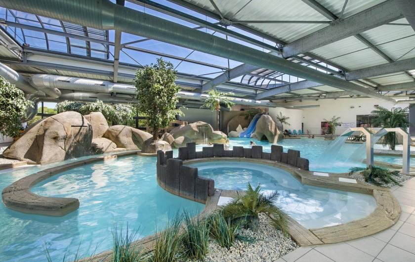 Location de vacances - Camping à Brem-sur-Mer - L'un des plus grands parcs aquatiques couverts et chauffés de Vendée