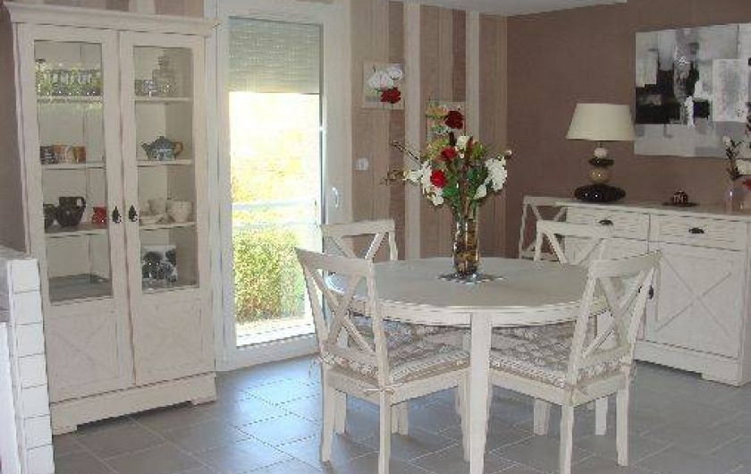 Location de vacances - Gîte à Arromanches-les-Bains - La salle à manger