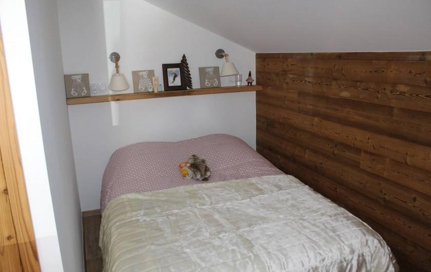 """Location de vacances - Chalet à Pralognan-la-Vanoise - Lit double dans chambre n°4 """"dortoir"""" à l'étage"""
