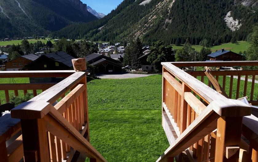 Location de vacances - Chalet à Pralognan-la-Vanoise - Escalier vers la prairie
