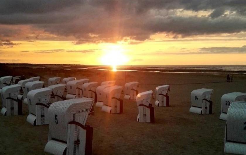 Location de vacances - Chambre d'hôtes à Bréville-les-Monts - couché de soleil plage de Merville Franceville