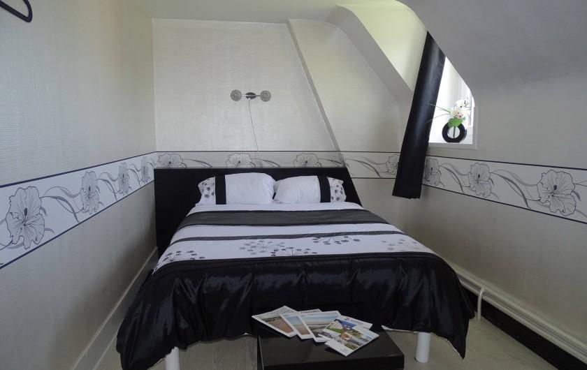 Location de vacances - Chambre d'hôtes à Bréville-les-Monts - Suite familiale coté jardin  chambre 2 lit 140x190