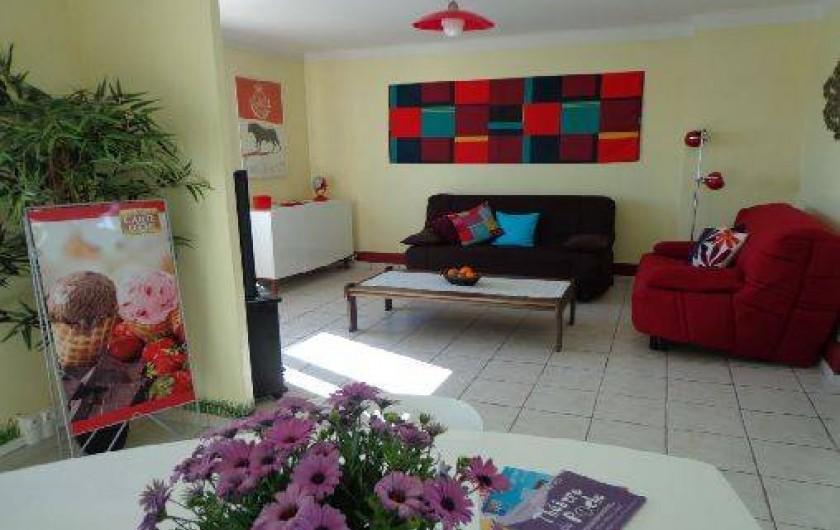 Location de vacances - Appartement à Sète - Living s-à-repas, TV