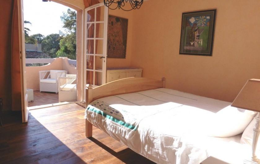 Location de vacances - Villa à Saint-Raphaël - Chambre 3 avec solarium 1er étage