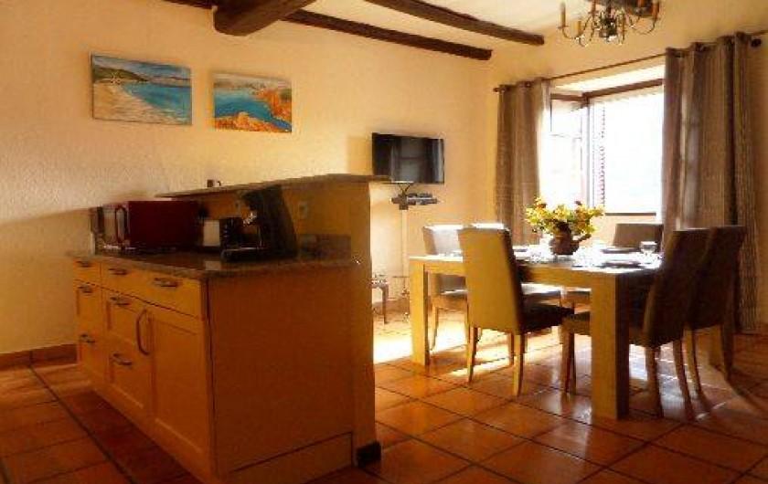 Location de vacances - Maison - Villa à Oletta - Cuisine Américaine ouverte sur séjour et salon de 32m2