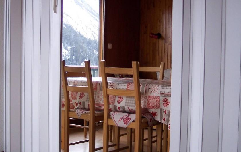 Location de vacances - Appartement à Courchevel 1650 (Moriond) - Cloison entre salon et salle à manger