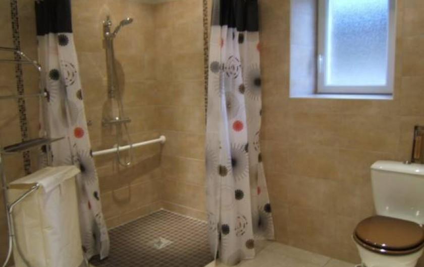 Location de vacances - Gîte à Argenteuil-sur-Armançon - Salle de bains mobilité réduite