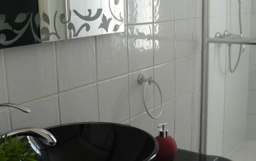 Location de vacances - Chambre d'hôtes à Villeneuve-lès-Béziers - Suite  familiale. La salle de douche