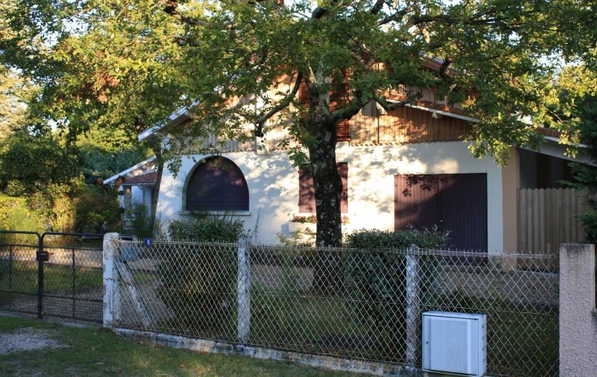 Location de vacances - Villa à Andernos-les-Bains - Façade côté rue