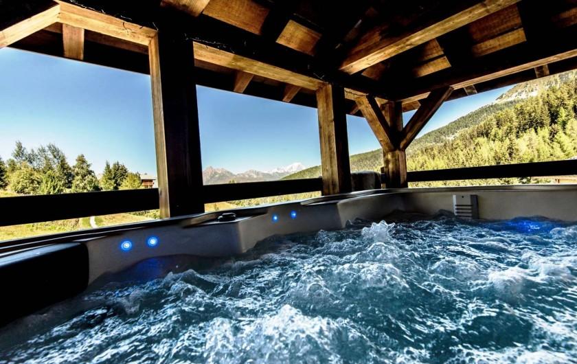 Location de vacances - Hôtel - Auberge à Mâcot-la-Plagne - Jacuzzi vue Mont Blanc