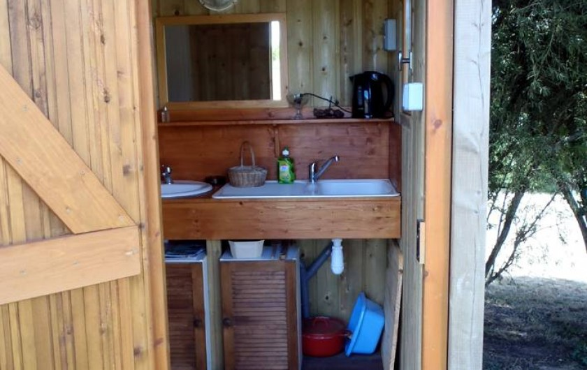 Location de vacances - Roulotte à Taden - Sanitaires Chariot et tipi