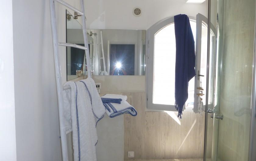 Location de vacances - Villa à Calvi - Salle de bain,:douche et baignoire