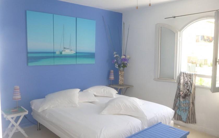 Location de vacances - Villa à Calvi - Chambres grands lit (2) Chambres 2 lits simples (2)