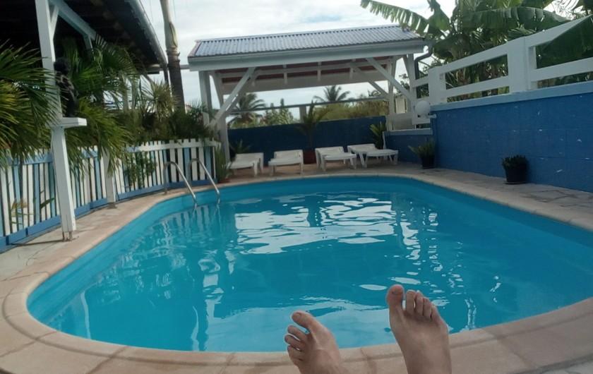 Location de vacances - Appartement à Les Abymes - La piscine à la Désirade, à 150 m de la plage.