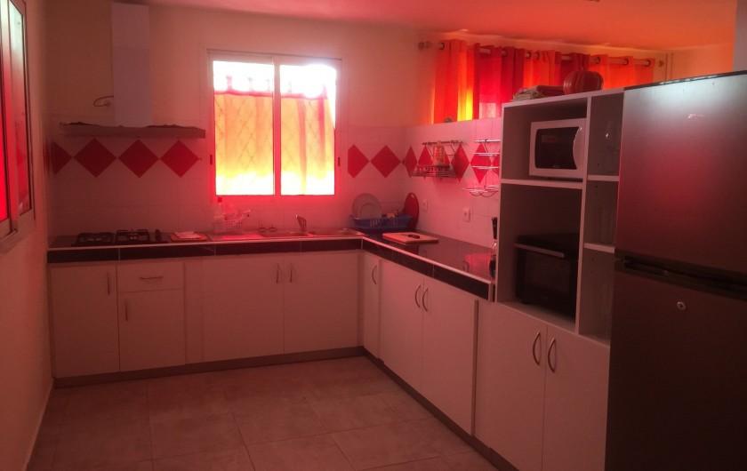 Location de vacances - Appartement à Les Abymes - La cuisine bien équipée.